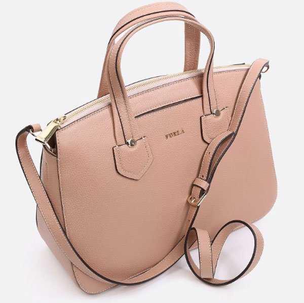 1b061c837f3d Бренд с мировым именем уже давно заслужил огромную популярность у  современных модниц. Геометрические формы, разнообразная модная расцветка,  широкий выбор ...
