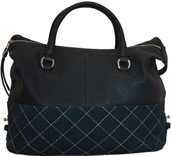 bed5241722c0 Женские сумки бренда отличаются классическим исполнением и высоким качеством.  Но дизайнеры предлагают также и нетипичные модели – при их создании они ...