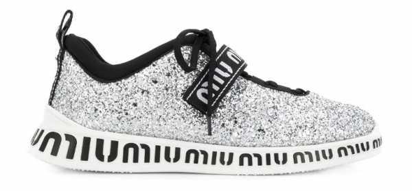 7576a046 С тех пор эта обувь перешла в категорию мастхэв для любой уважающей себя  представительницы прекрасной половины человечества.