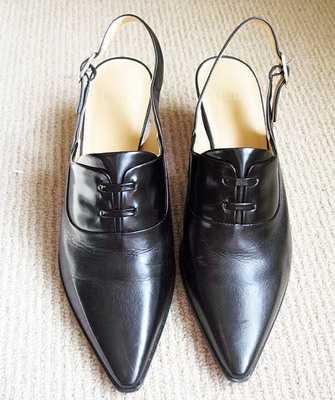 66adf2eb5 Основной стиль – классика в люксовом исполнении, особого внимания  заслуживают туфли на каблуках и демисезонные модели. Обувь этой марки  идеальны для тех, ...