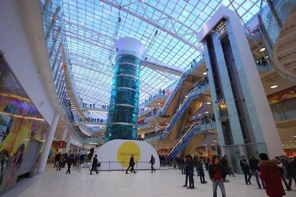 b721a7eb6ce1 Торговый комплекс, или галерея, представляет собой сеть переходов,  соединяющих между собой многочисленные торговые зоны. В зонах, на  протяжении 4 этажей, ...